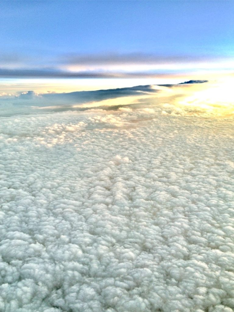 キャセイの中から雲